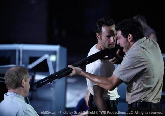 """""""- Calma, Shane. O cara já falou que não tem mais Engov."""""""