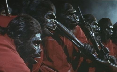 Macacos revolucionários de vermelho. Ah o medo da invasão comunista...