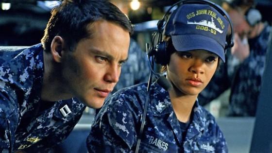 -Putz, Rihanna, você foi escolher logo esse filme para estrear no cinema?                                    -Falou o entendido em escolher bons projetos...