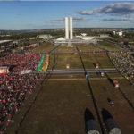 Democracia em Vertigem: a história, o político e o pessoal